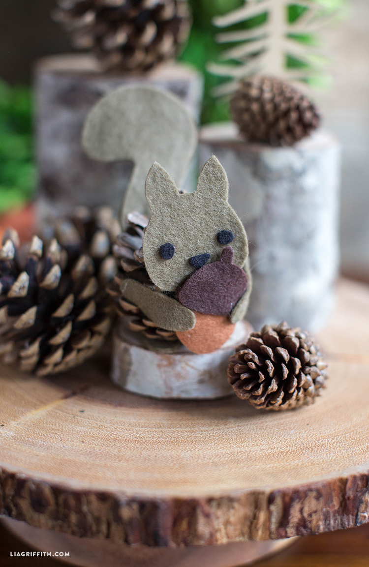 Kids_Craft_Pinecone_Felt_Squirrel