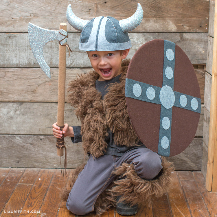Viking_Costume_DIY_Shield_Cloak_TN