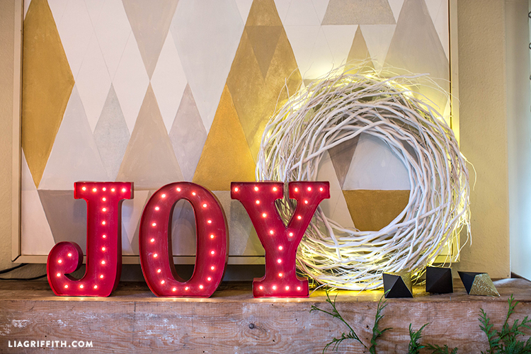 Joy_Christmas_Mantel