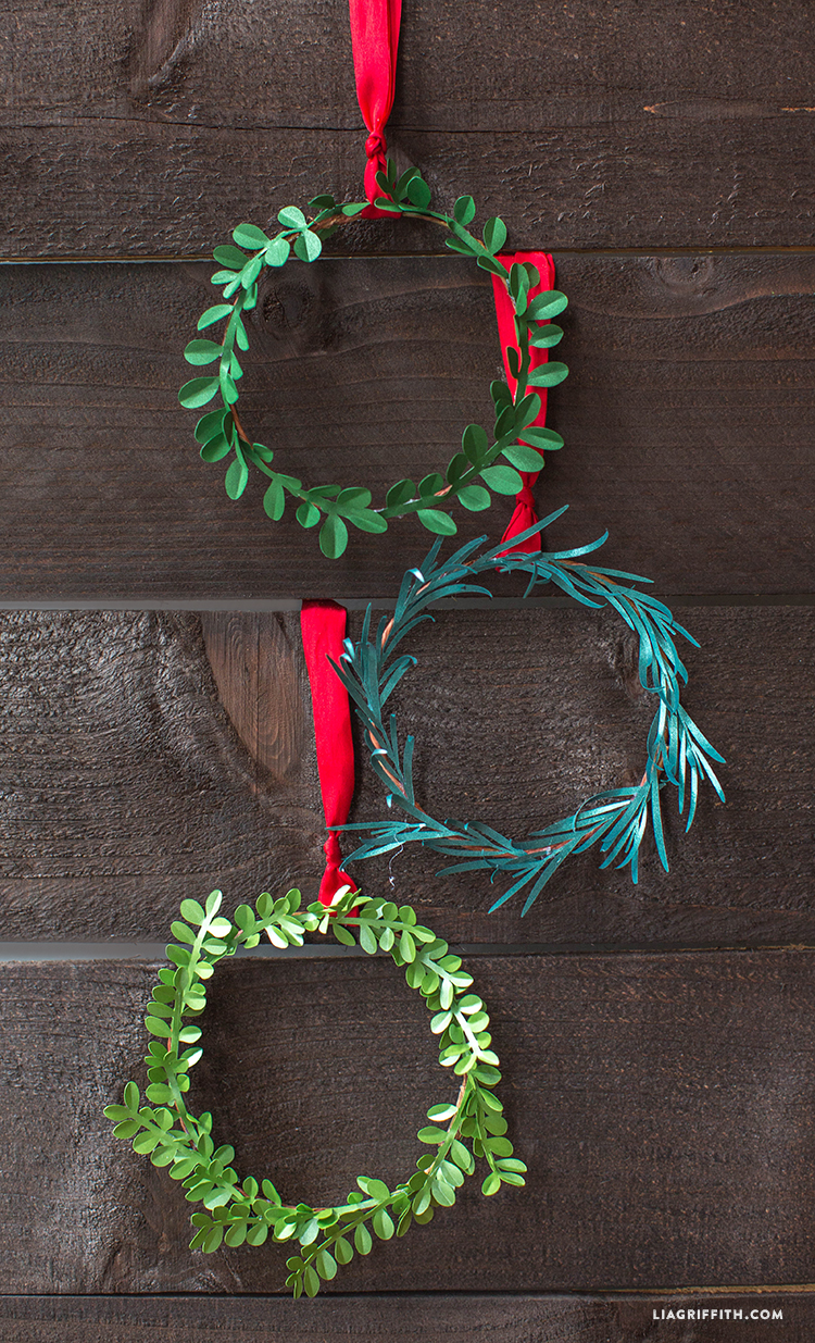 Mini_Holiday_Wreaths_Metallic_Paper