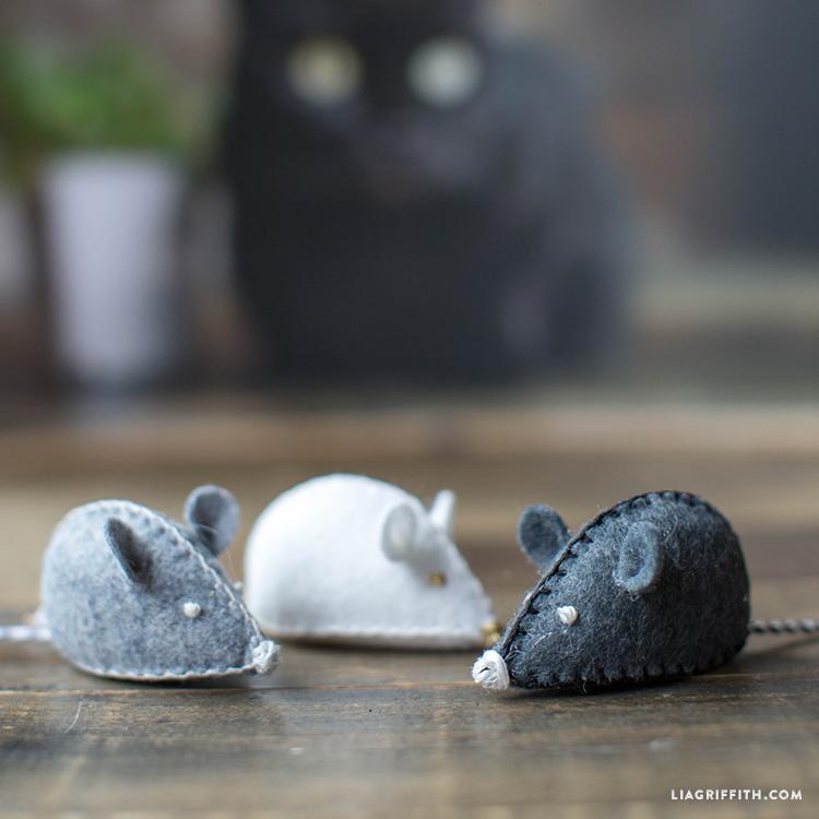 DIY felt mice cat toys
