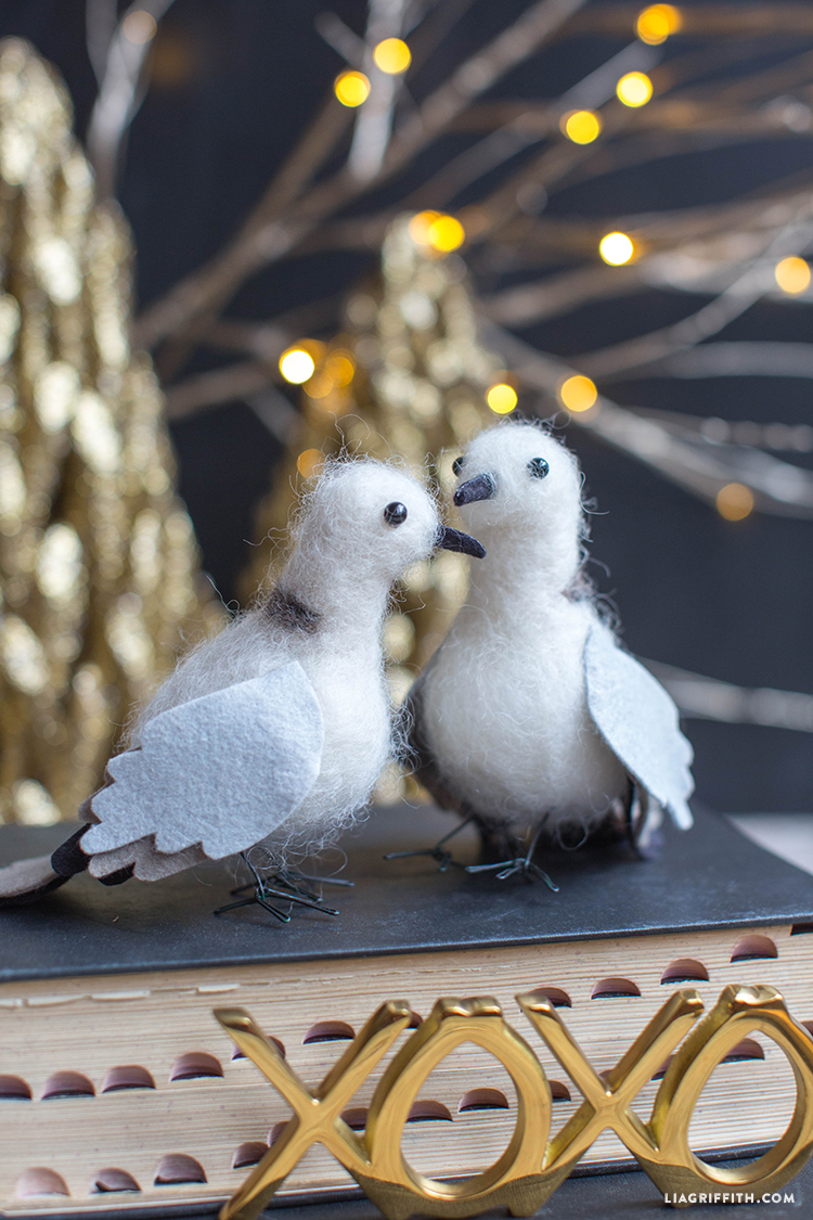 Felted turtle doves lia griffith feltedwoolchristmasturtledoves pronofoot35fo Image collections