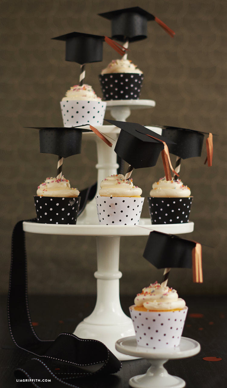 Graduation cupcake toppers and wraps lia griffith for Decoracion en cupcakes