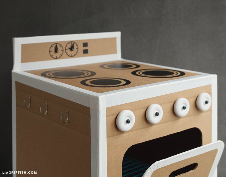 cardboard_diy_play_kitchen_0008