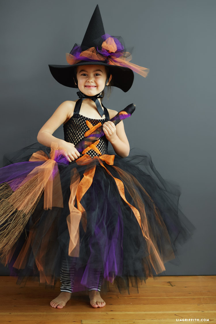 Kid S Diy Witch Costume Follow This Simple Tutorial To