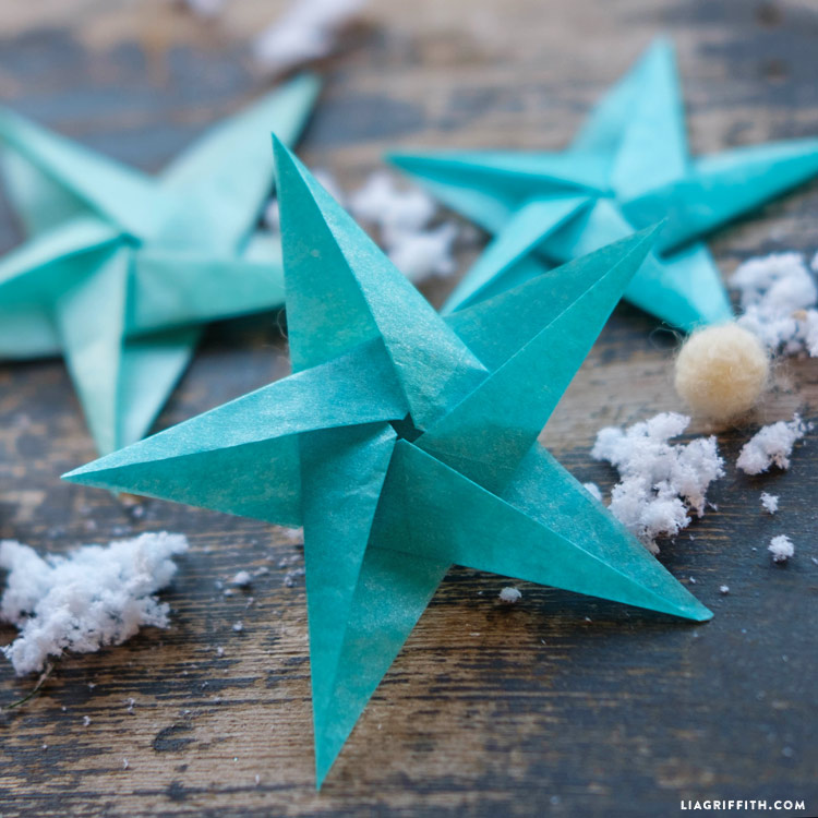 A tutorial explaining how to make origami hanging decorations ... | 750x750