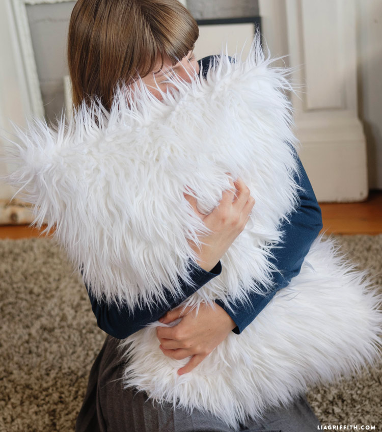 faux_fur_pillows_0005