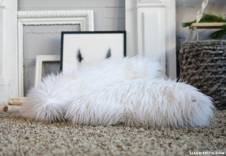 faux_fur_pillows_0006