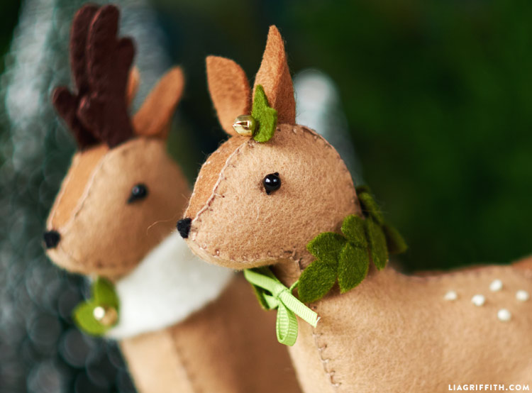 diy felt reindeer with holiday accessories