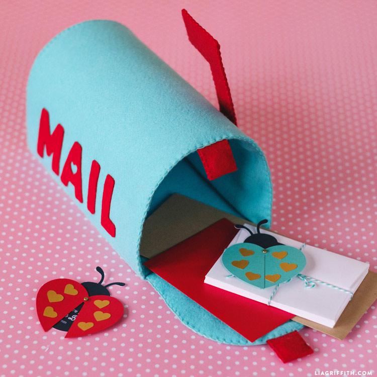 DIY Play Mailbox
