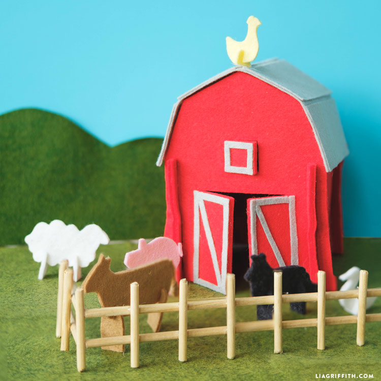 Felt Barn And Farm Animals