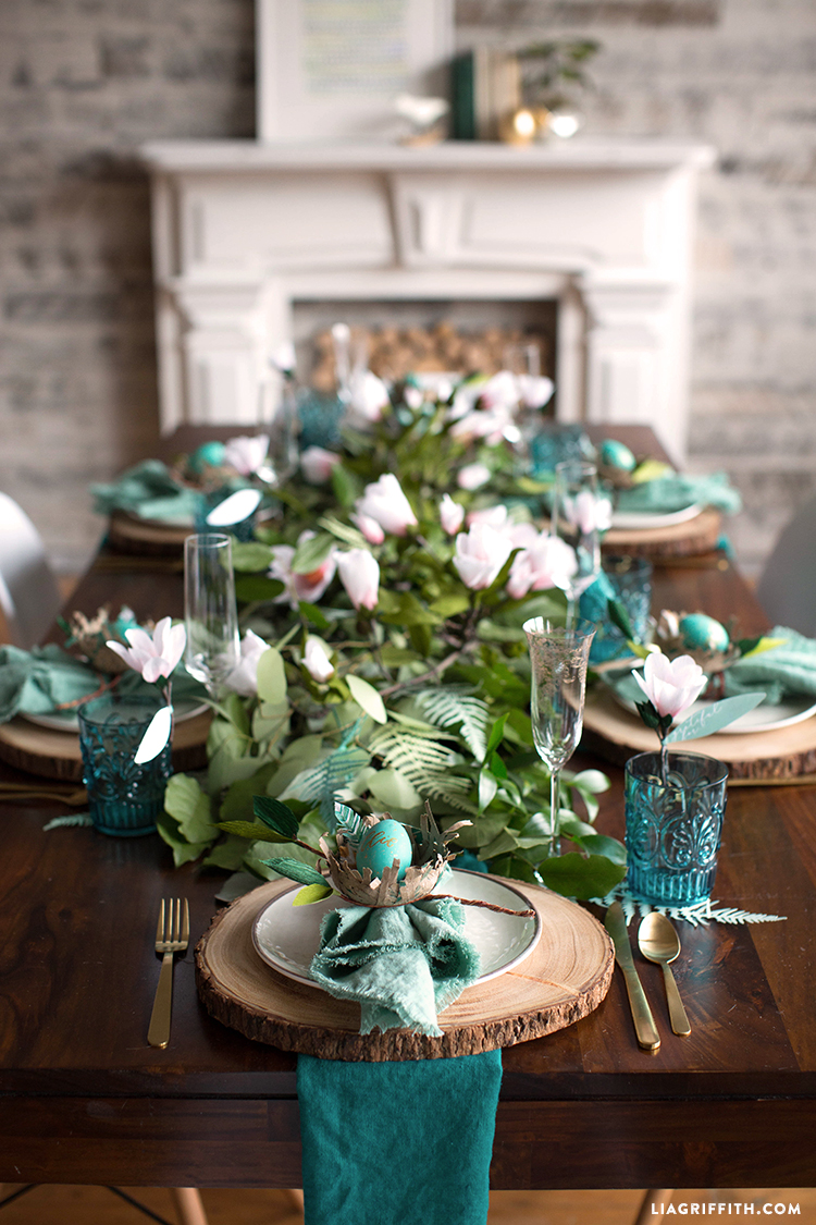 Easter Brunch Table Setting ... & How to Prepare a Botanical Easter Brunch Table Setting