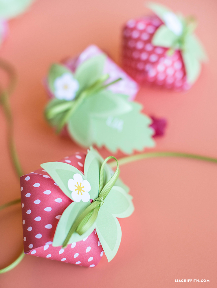 paper strawberry treat boxes