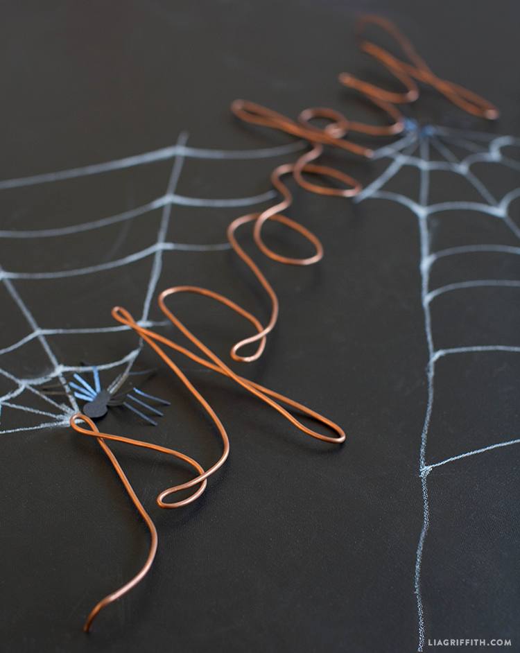 spooktacular wire wall decor