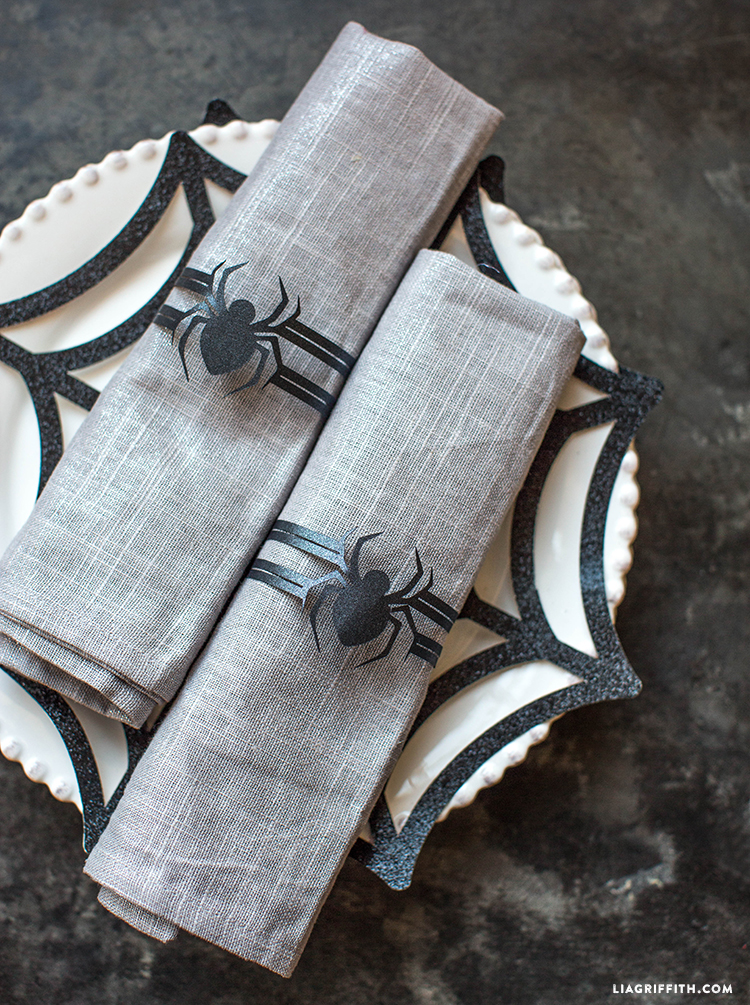 spider place mats and napkin rings