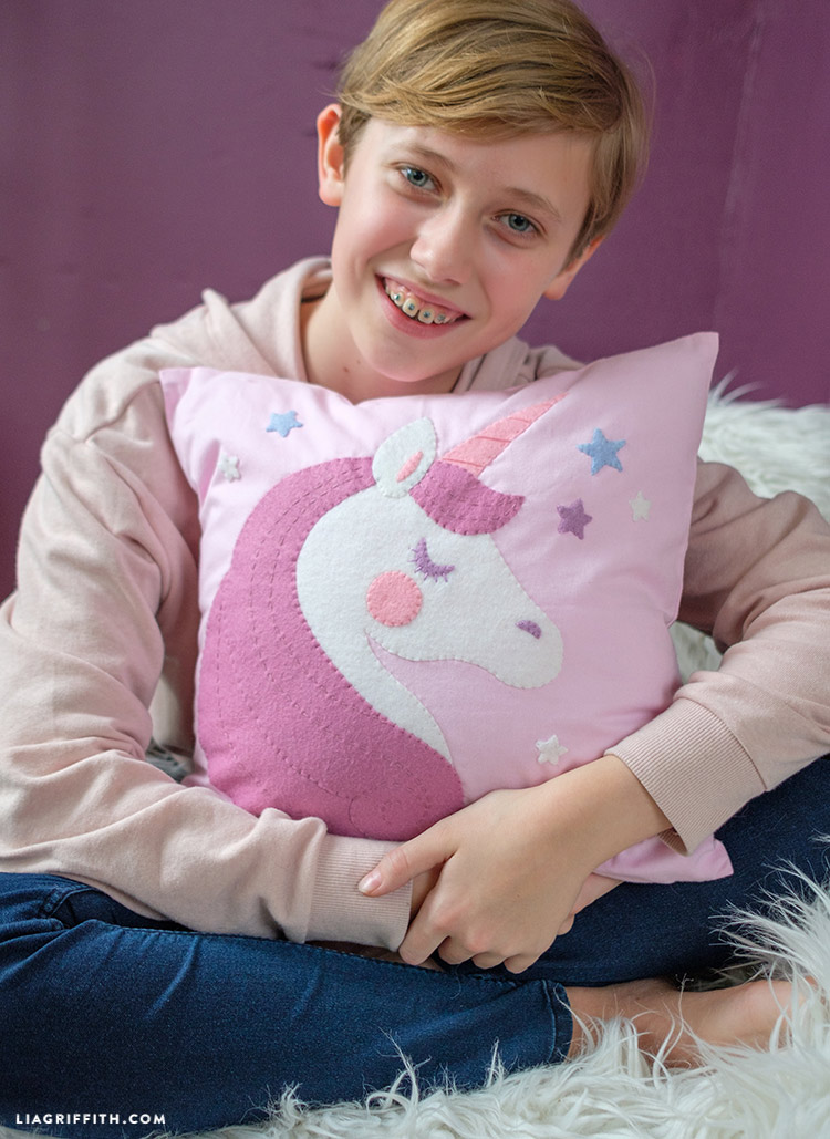 diy felt unicorn pillow