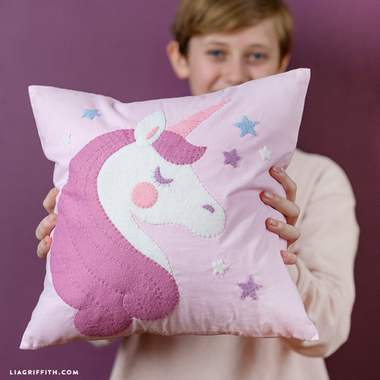 diy felt pillow