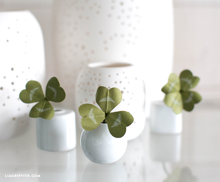 mini paper clovers