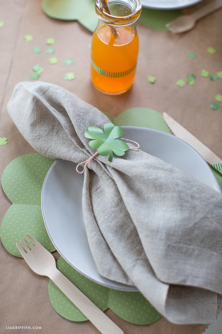 paper clover placemats