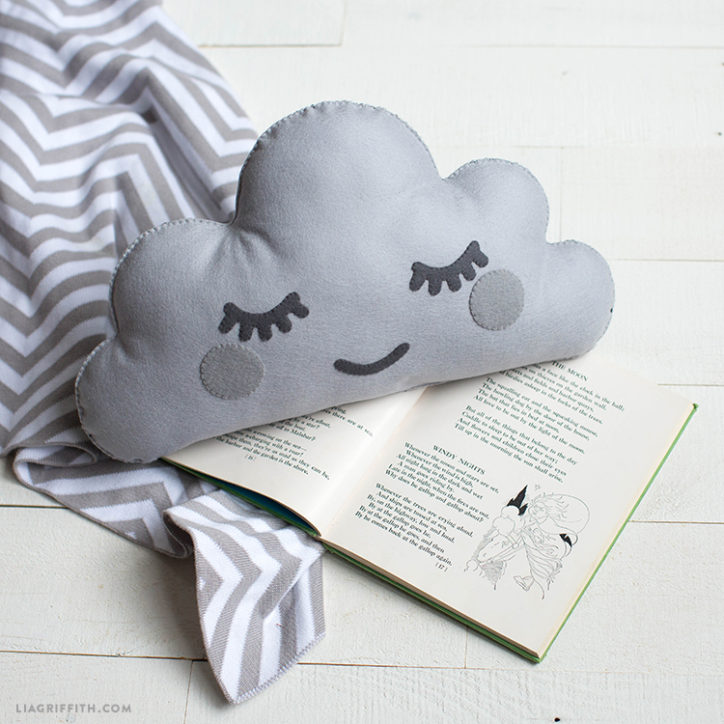 Sleepy DIY Cloud Pillow