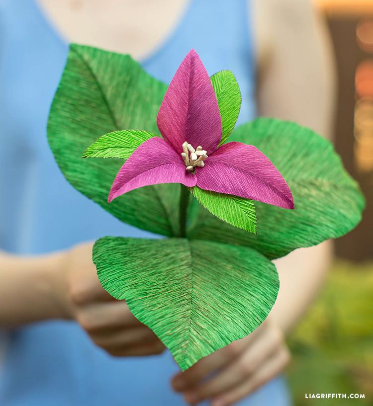 Heavy Crepe Paper Trillium Flower