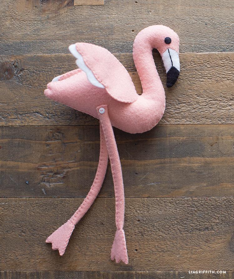 diy felt flamingo
