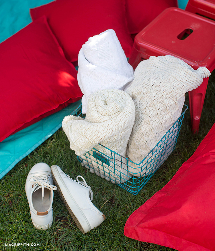 DIY Outdoor Movie Night with Popcorn
