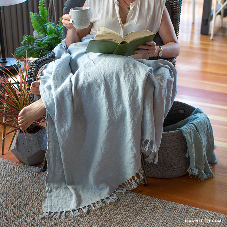 Stay Warm On Summer Nights With This DIY Linen Throw Fascinating Make Your Own Throw Blanket