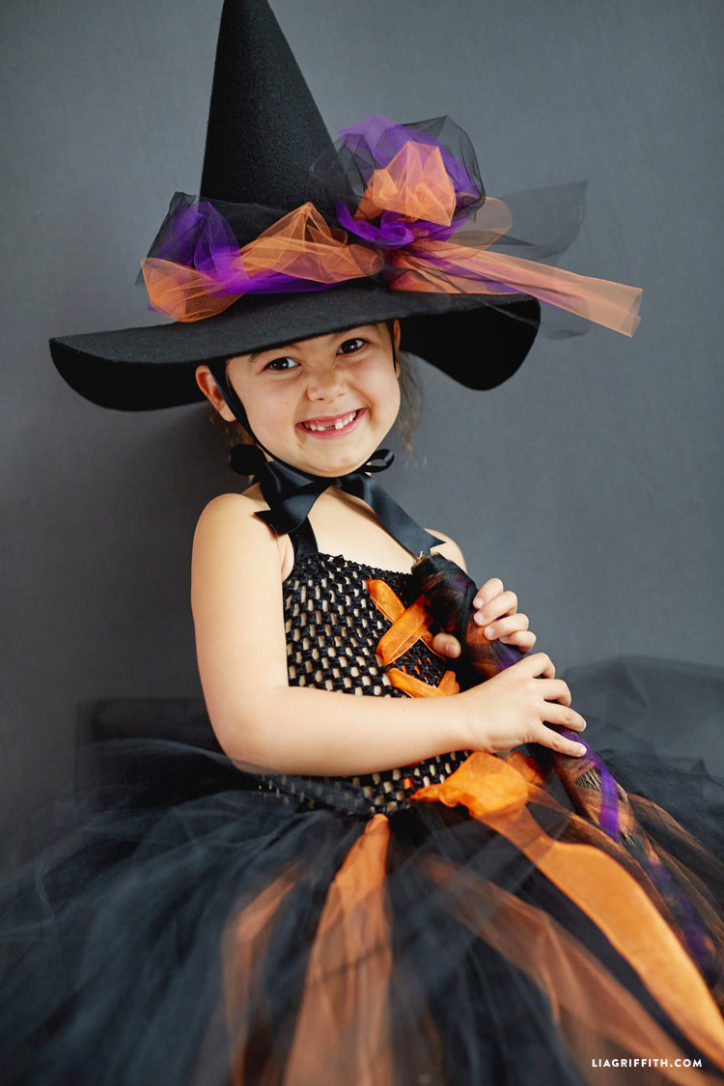 kid's DIY witch costume