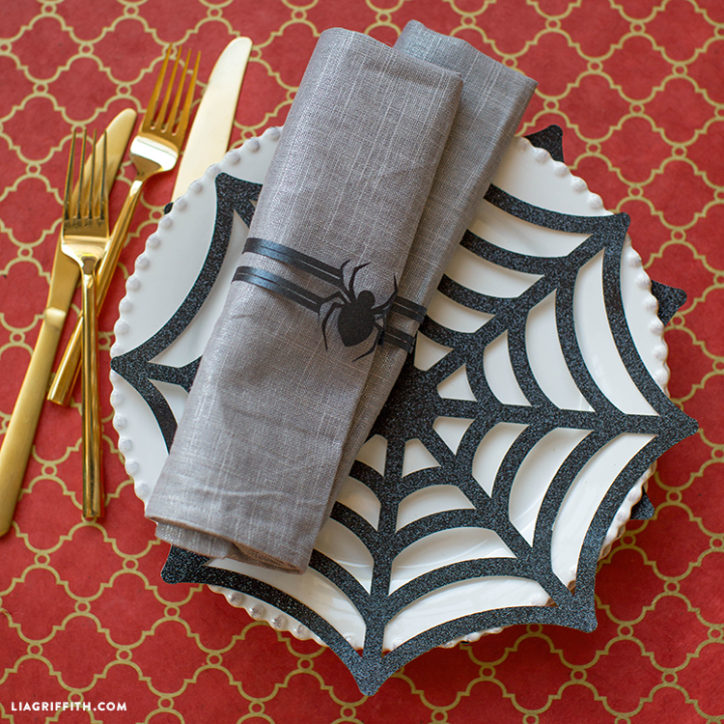 DIY paper spider place settings for Halloween party