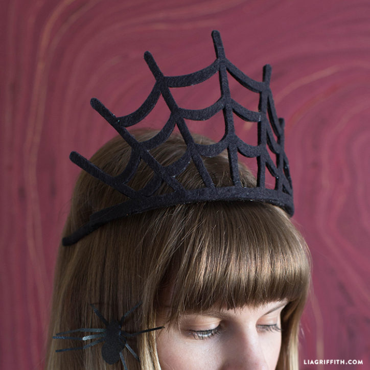 DIY spiderweb crown for Halloween