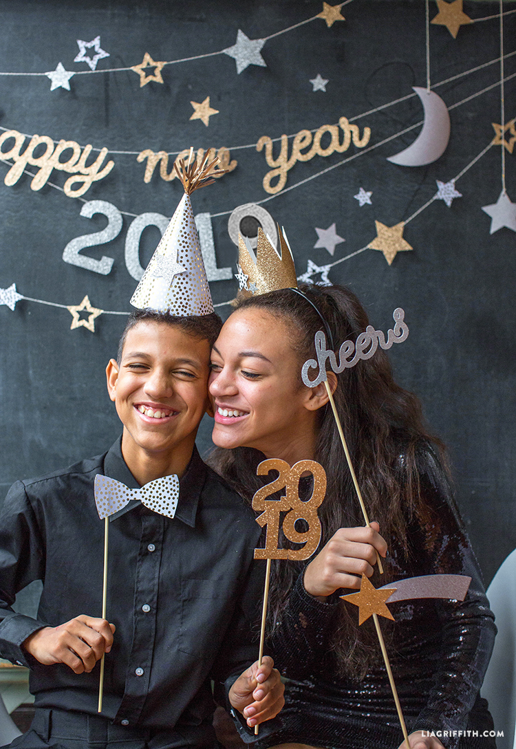Kids celebrating with New Year's Eve 2019 party decorations