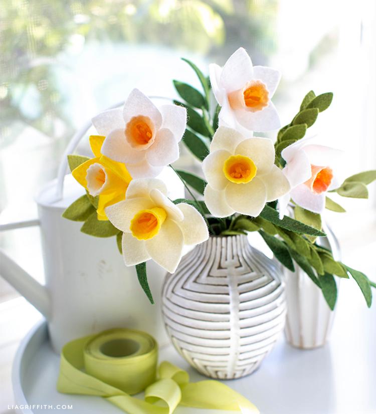 Flower Tutorial How To Make Felt Daffodils Lia Griffith