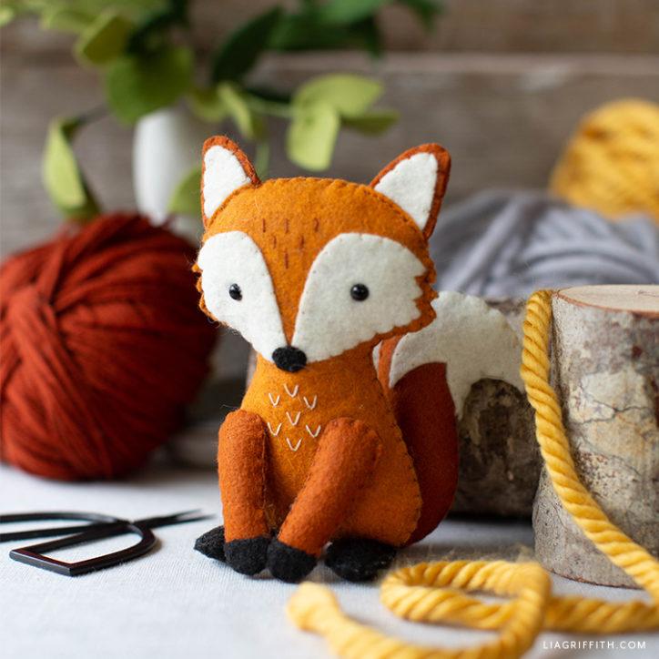 felt red fox stuffie with balls of yarn