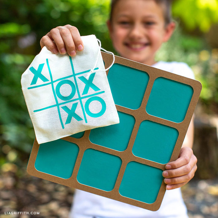 DIY tic-tac-toe board and XO game bag