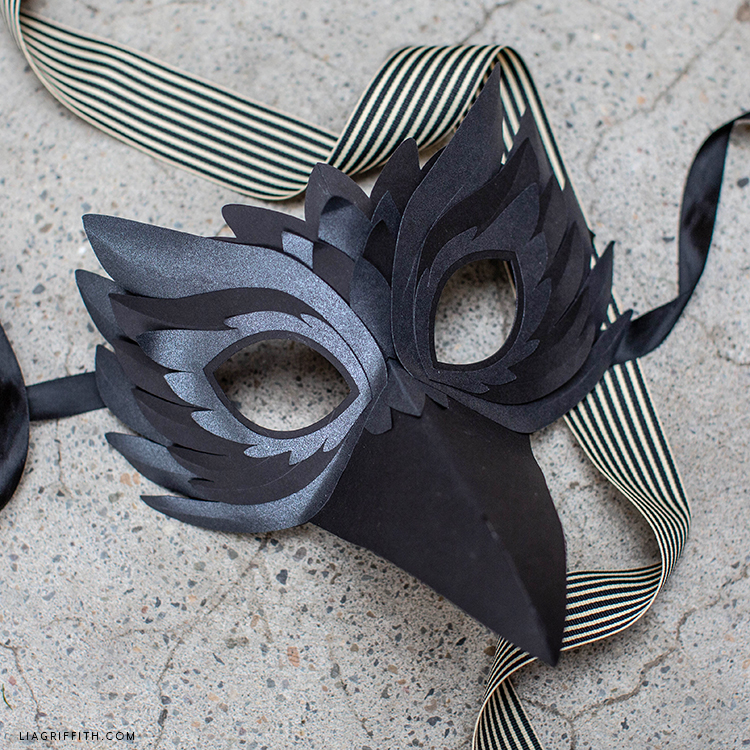 DIY raven mask for Halloween party