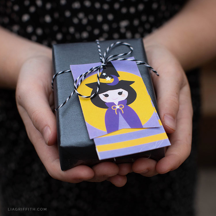 Halloween witch gift tag