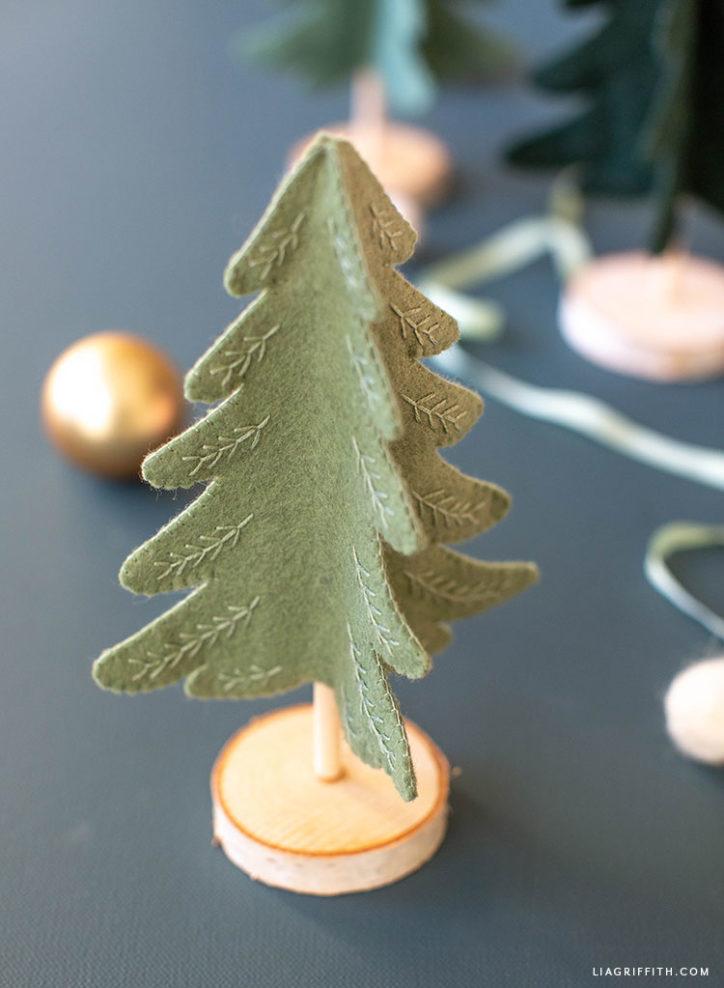 mini felt Christmas tree