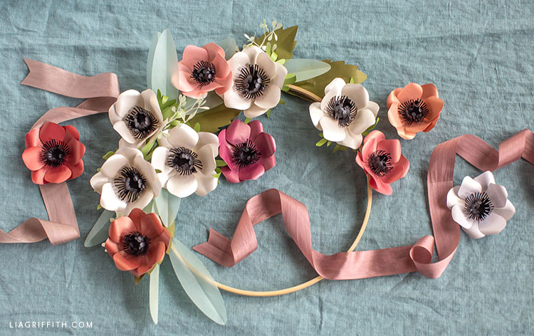 frosted paper anemones with hoop wreath