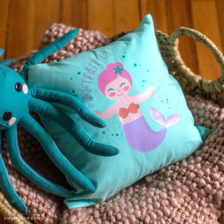 DIY mermaid pillow with felt octopus stuffie