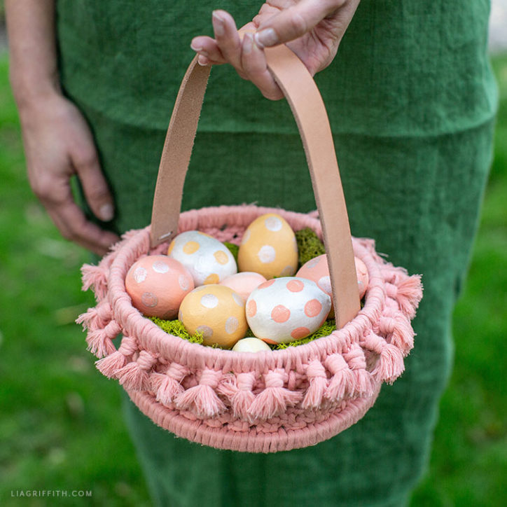 DIY macrame Easter basket with leather strap