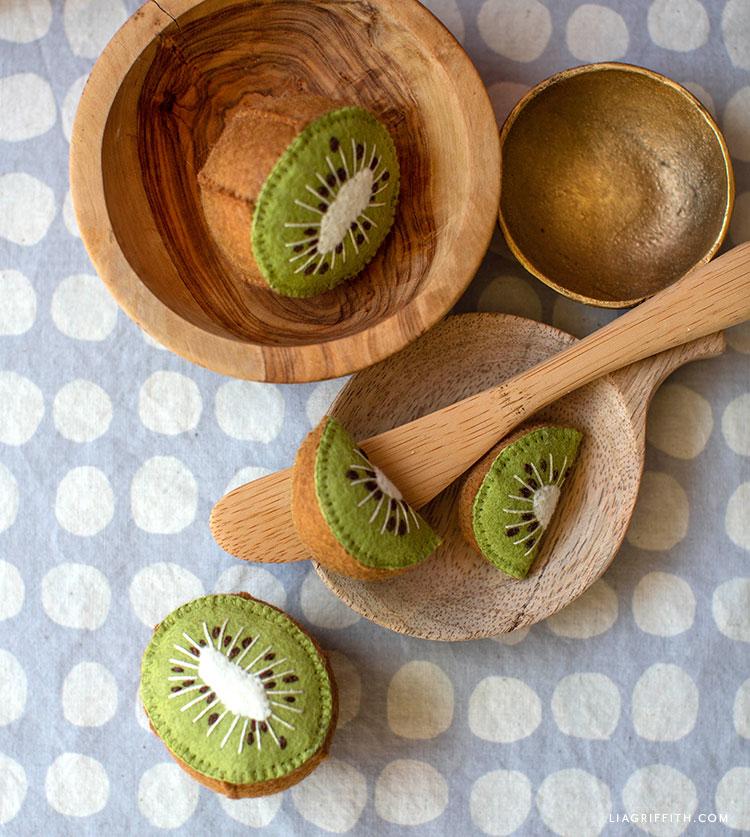 DIY felt kiwi