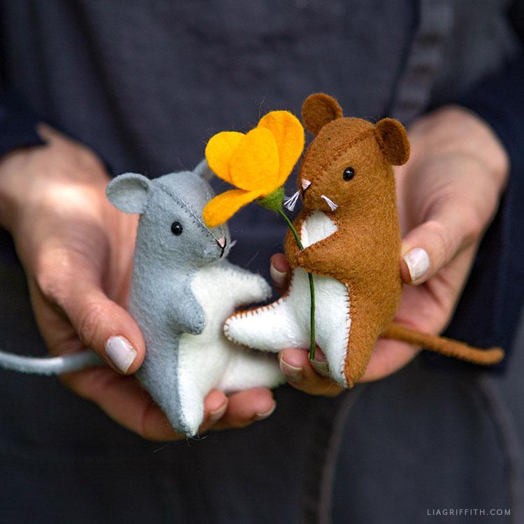 DIY felt mouse stuffies
