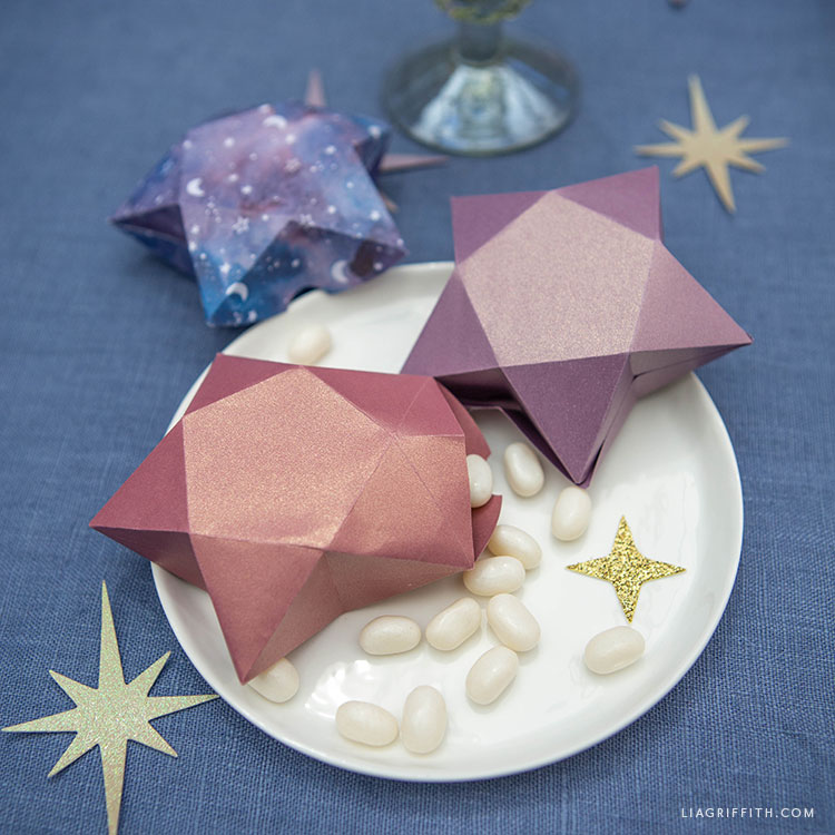frosted paper 3D star table decorations