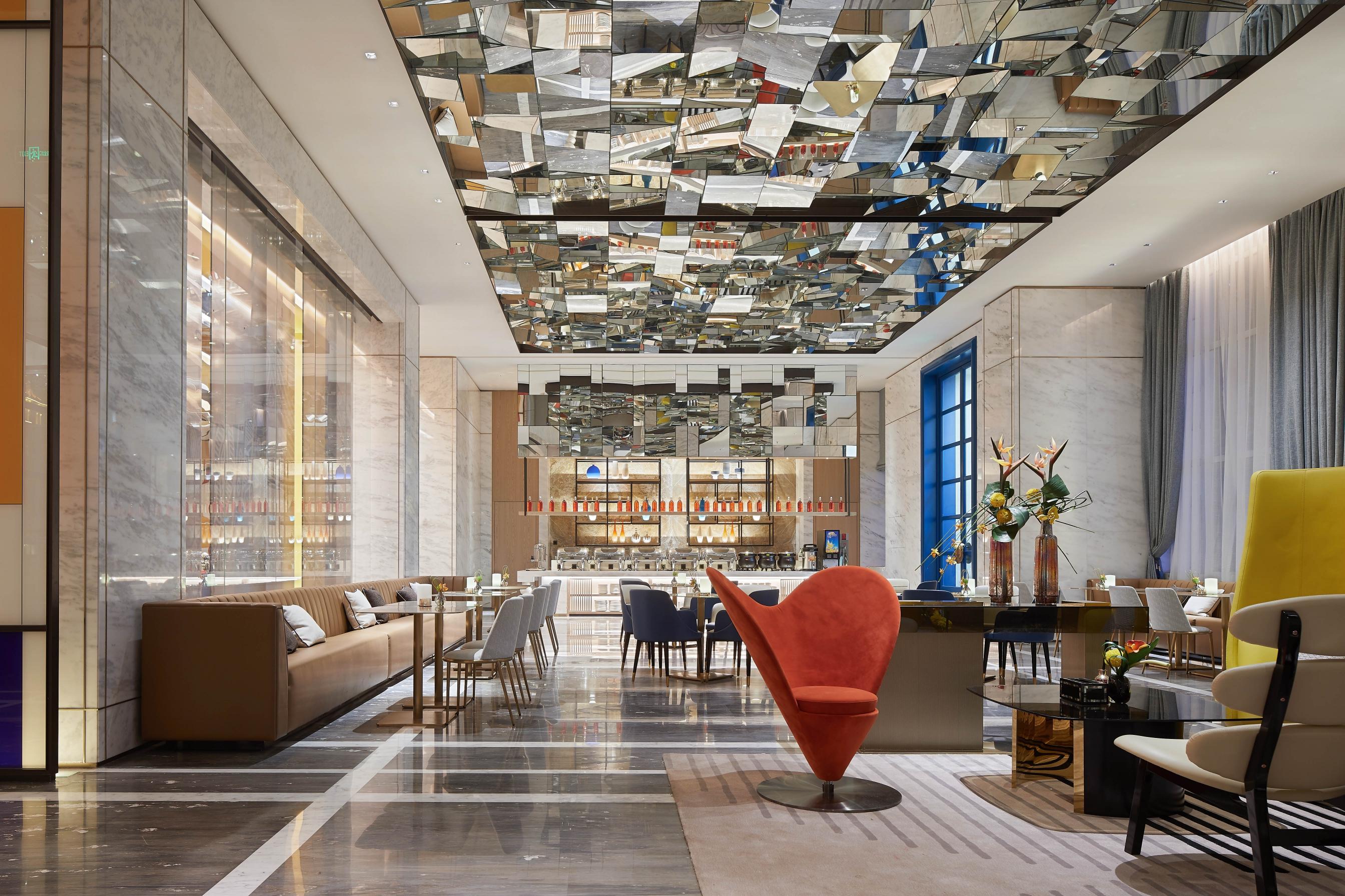 An international art hotel along the road