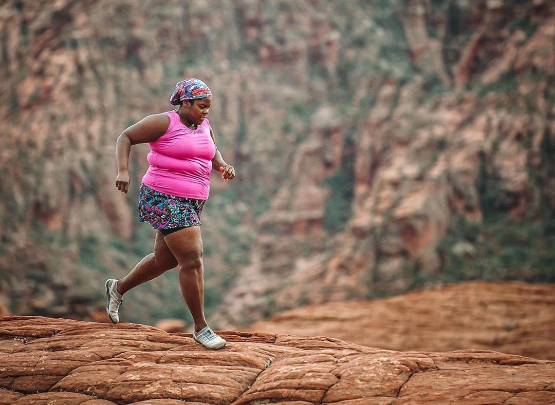 Mirna running on rocks