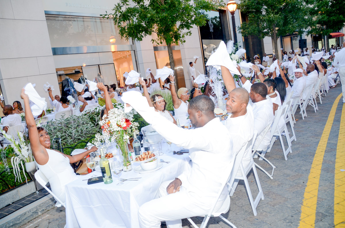 Diner En Blanc Atlanta Presented In Part By The Lincoln
