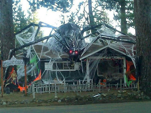 15 - Homes Decorated For Halloween