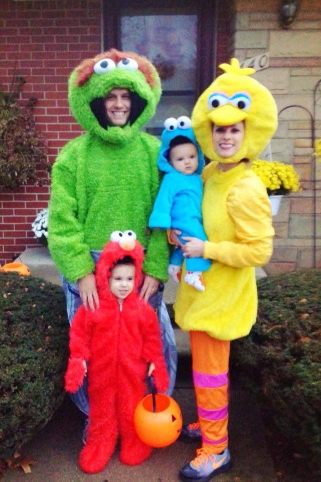 sunny day everythings a ok for this family - Family Halloween Costumes For 4