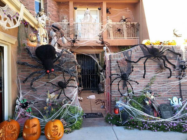 16 - Halloween Decorated Homes